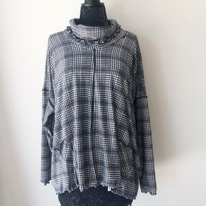 NWT LUCY LOVE SPLIT BACK TOP L
